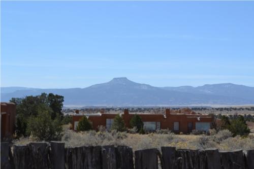 O'Keeffe-Summer-House-and-Cerro-Pedernal