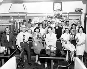 Plaza Cafe Staff in 1947. Dan Razatos and Dan Pomonis are side by side in center. Image: Razatos Family Archive.