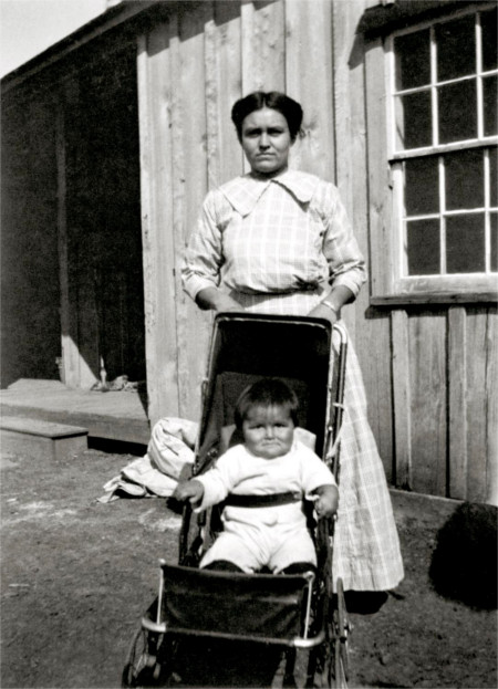 Blossom Haozous and daughter Ethelene. Fort Sill circa 1911. Courtesy Houser Family Archive