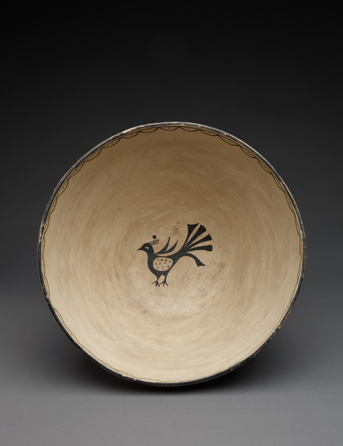 1930s early art market piece. Cochiti dough bowl, with inner small bird, attributed to Ignacita Suiña.