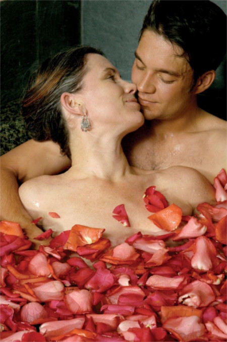 No, this isn't me in the photo. It's the Rose Petal Bath for Couples at Absolute Nirvana
